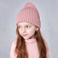 Пепельно-розовая вязаная шапка